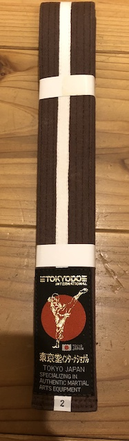 Outlet Brown belt with 1 white stripe